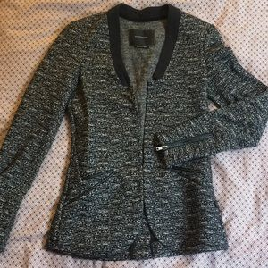 Amazing fitted textured blazer!